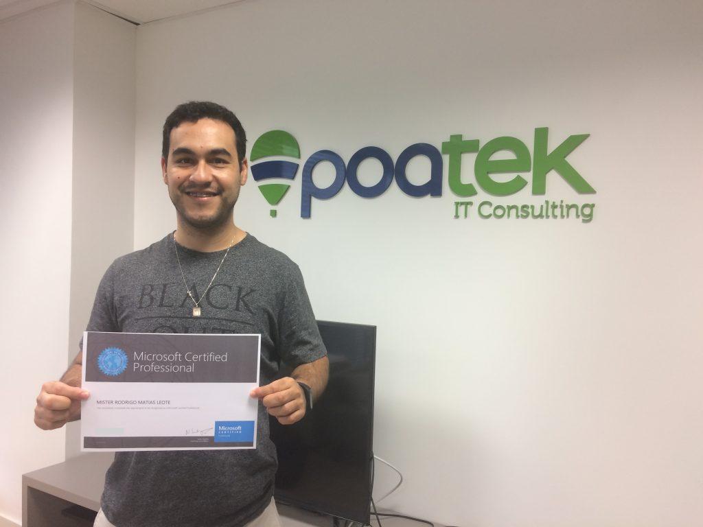 Desenvolvedor com sua nova certificação profissional