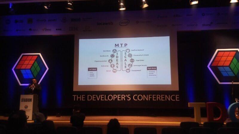 homem falando em Apresentação no TDC - The Developer's Conference tem participação da PoaTek!