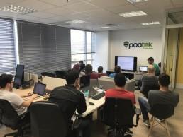 sessão de transferência de conhecimento entre todos os integrantes da poatek - as Knowledge Transfer Sessions da PoaTek