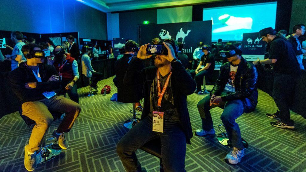 pessoas com dispositivos de realidade virtual no SXSW
